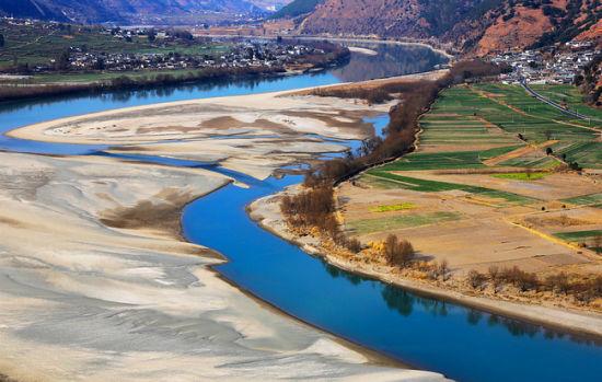 漂亮的河床