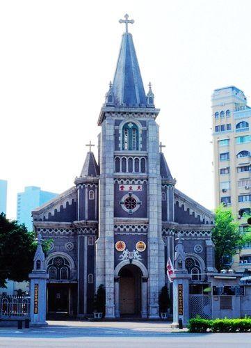 玫瑰圣母堂外观为哥德式优美华丽的建筑