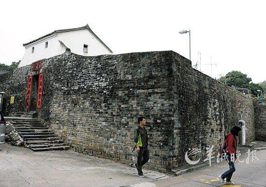 香港新界龙跃头老围门楼及围墙于1997年被列为香港法定古迹 新华社供图