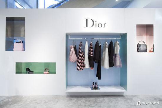 组图:OL达人徐峰立直击Dior北京短期概念店