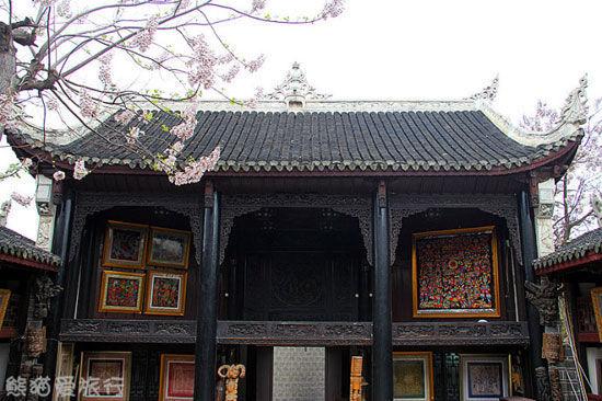 新浪旅游配图:万寿宫戏台上的横梁木雕 图:luna熊猫爱旅行的新浪博客