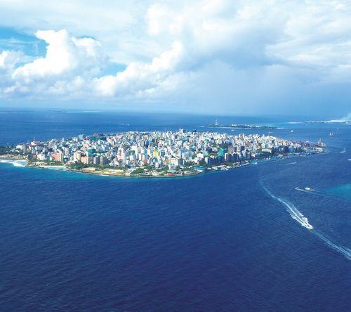 俯瞰马尔代夫,她就像珍珠一般,镶嵌在印度洋温暖的怀抱中 摄影/周齐