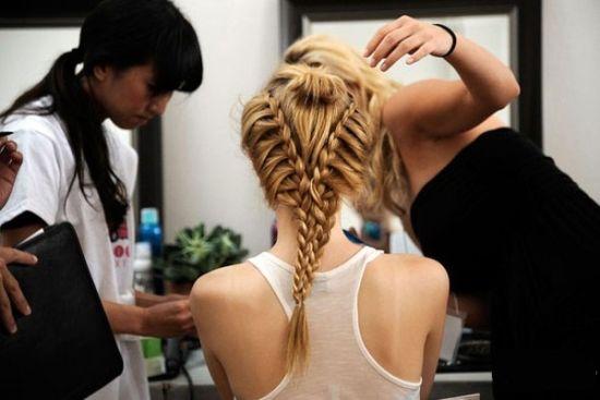 组图:女生头发吹不乱学麻豆编发漂亮又实用