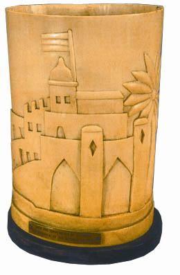 古堡图案的台灯。