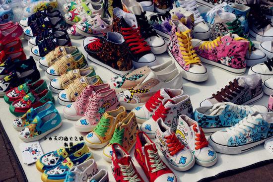 各种手工画的鞋 根据每个人的需求可以现场画