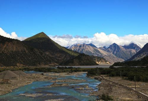 """""""然乌""""在藏语中是""""铜做的水槽""""的意思"""