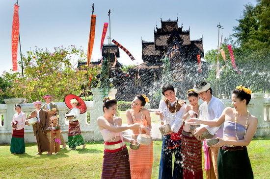 泼水节是泰国人最为隆重最为重视的节日