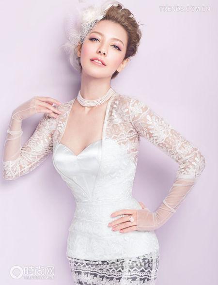 领型修饰让新娘脸部更显娇媚