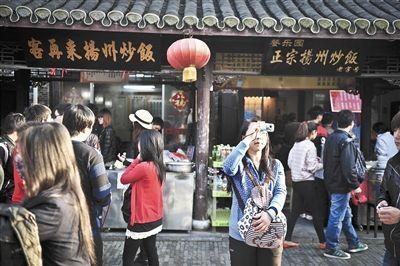 扬州东关街上 已经旅游化的风味小店