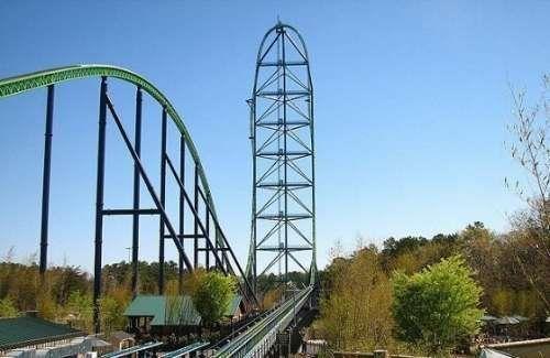 这辆过山车的高度达到456英尺(约合139米)