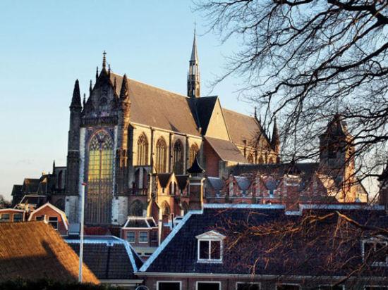 莱顿高地教堂
