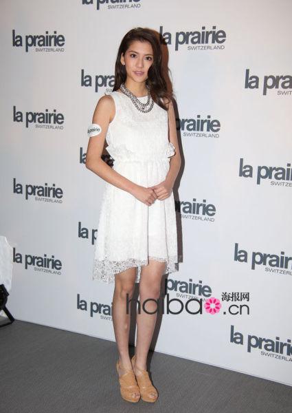 白色连衣裙