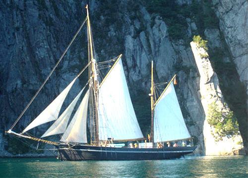 高桅横帆船