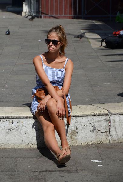 看看意大利美女有多养眼组图;