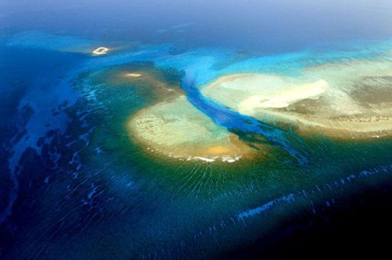 西沙群岛的珊瑚礁盘