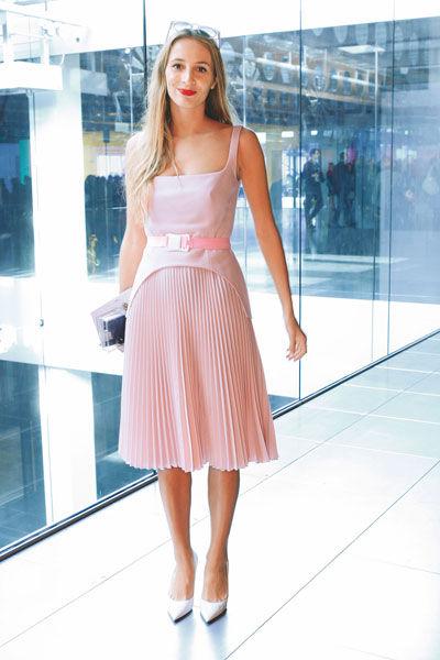 粉色搭配让女生瞬间化身为童话中的公主