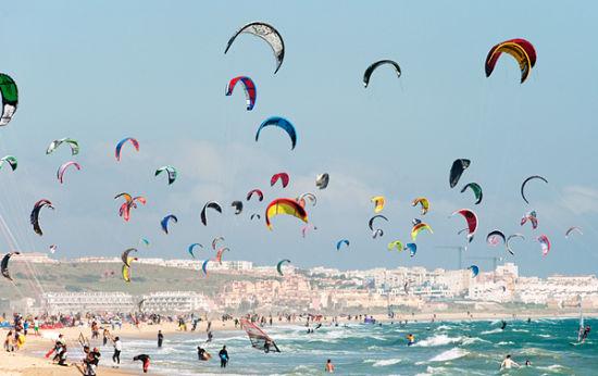 西班牙Tarifa小城的风筝冲浪