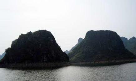 广西上林双乳峰
