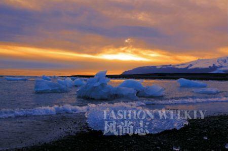 壮丽的冰湖日落