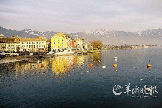 日内瓦湖沿湖城市沃韦(Vevey)风光如画