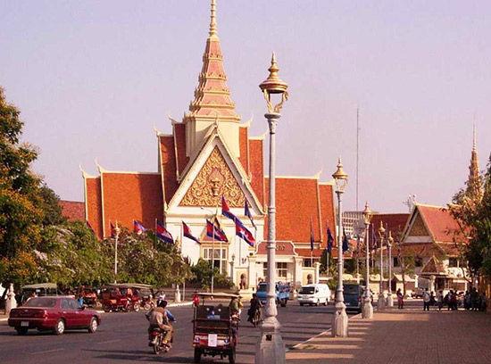 柬埔寨 马德望竹火车