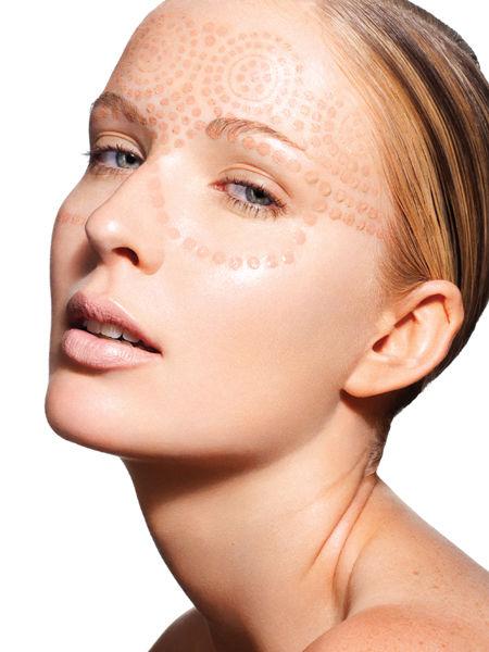 组图:遮瑕底妆大法宝让女人的皮肤透薄晶莹