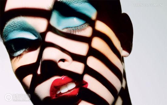 组图:松石蓝打造2013年春夏妆容流行趋势
