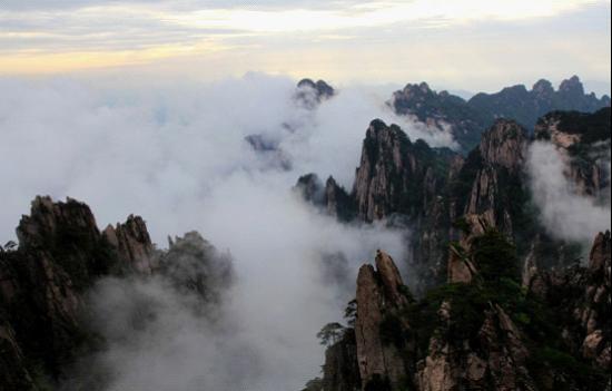 黄山夏季常见飘逸云海景观