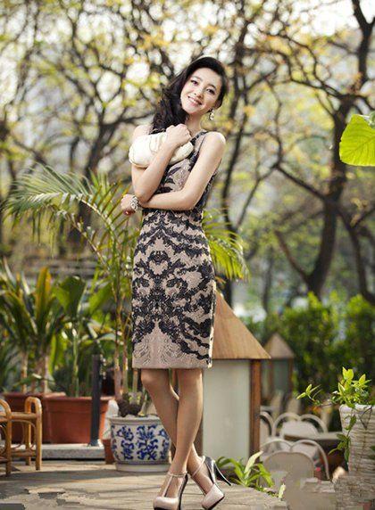素颜女神王丽坤魅力街拍秀双面风采