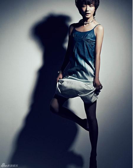 组图:王珞丹牛仔中性风造型登时尚杂志封面