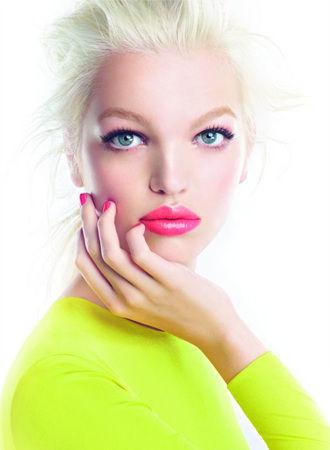 迪奥双色渐变粉红唇膏打造美唇潮流趋势