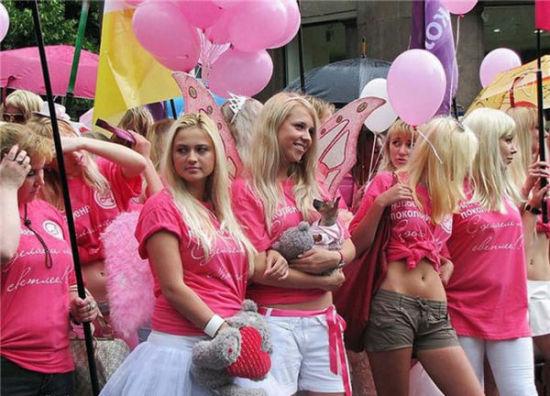乌克兰美女的粉红游行