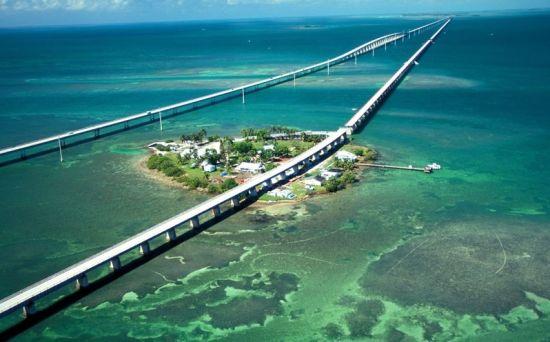 美国,佛罗里达州的七里桥,曾出现在89年的邦德系列电影—《杀人执照》之中