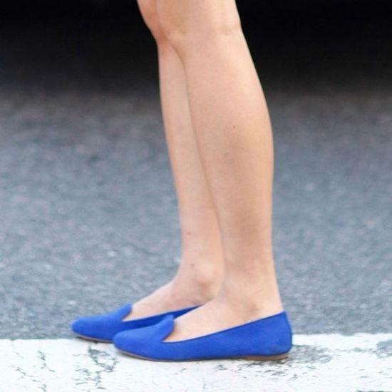 组图:夏天一双平底尖头凉鞋让你走在潮流前端