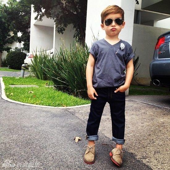 组图:来自加州的5岁小潮孩时髦搭配走红网络