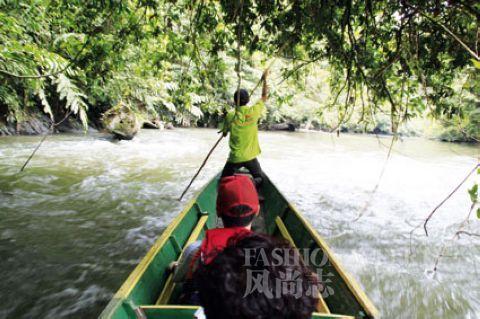 水流湍急,泛舟河上险情频发