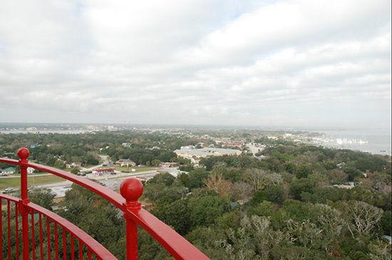 灯塔有219个阶梯,在这里可以一览大西洋的美丽风光