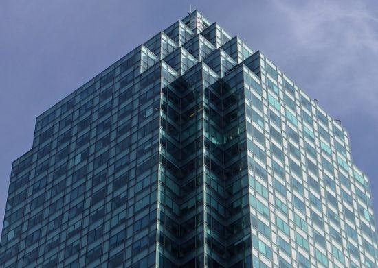 纽约的这座船体几何形建筑令人印象深刻