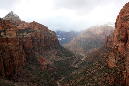 俯瞰峡谷,蜿蜒的小路就是我们待会儿要经过的地方