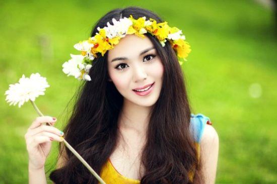 组图:越女校花缤纷色彩连衣裙写真展示清新气质