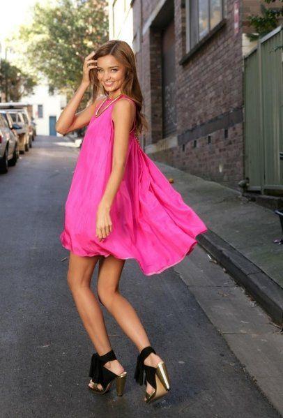 宽松亮色连衣裙