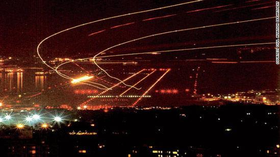 图片上的光带也只有启德机场的上空才会出现
