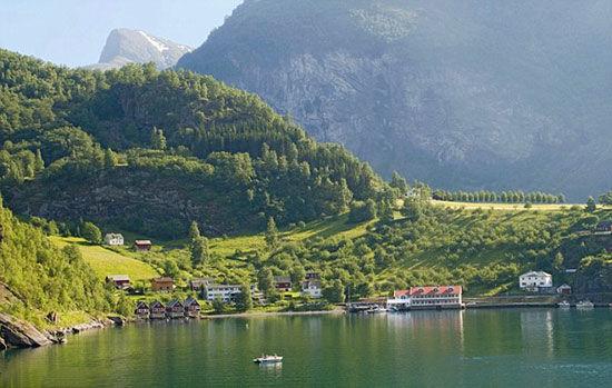 自然风光:古德万根(Gudvangen)的村庄是旅游胜地