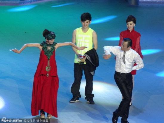 杨丽萍教周立波孔雀舞