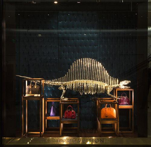 路易威登全新的橱窗陈列设计灵感