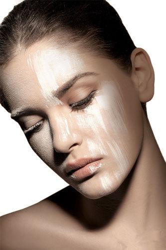 组图:巧用底妆消灭毛孔让女生无暇美肌更自然