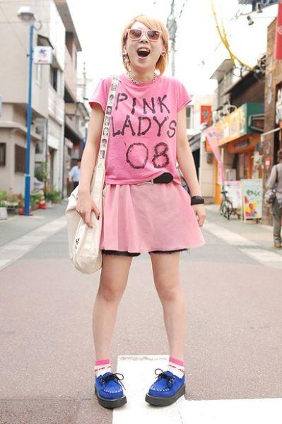 就像裙子写的一样,PINK LADY,做个粉红色的姑娘吧。