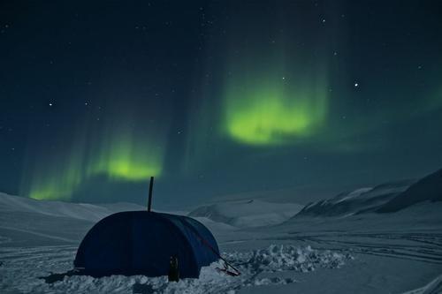 地平线上的北极光