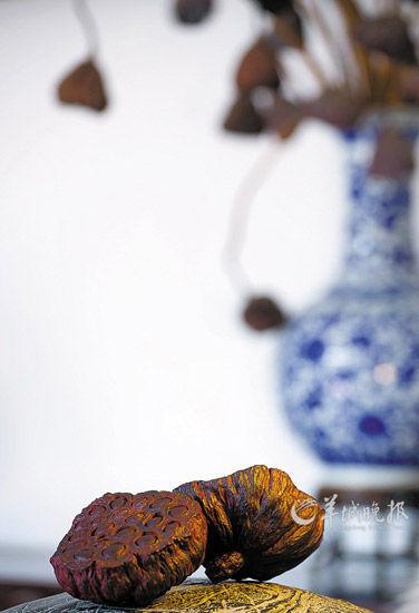 真假莫辨,光福的紫檀雕刻以细腻逼真,雅致文气见长