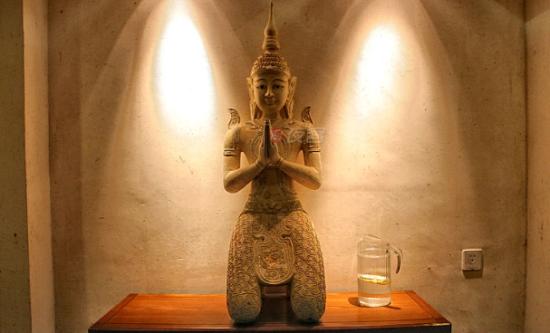 室内到处都有泰国的雕塑品